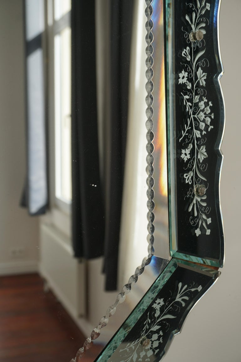 Elegant Venetian Mirror For Sale 1