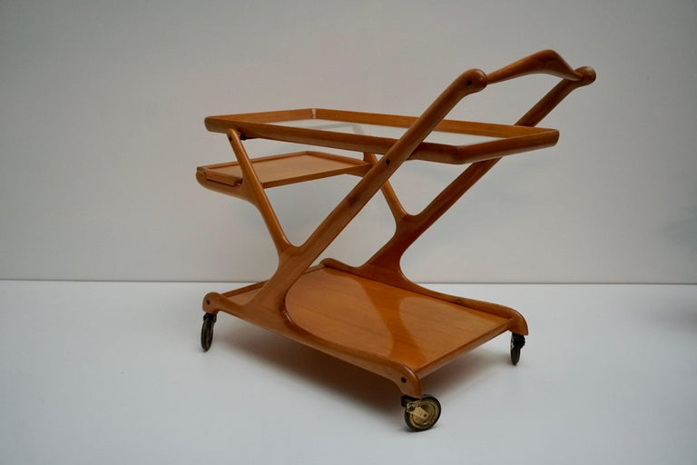 Elegant Wooden Bar Cart Serving Trolley, Italy, 1950s For Sale 3