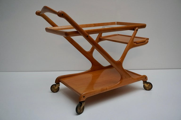 Elegant Wooden Bar Cart Serving Trolley, Italy, 1950s For Sale 4