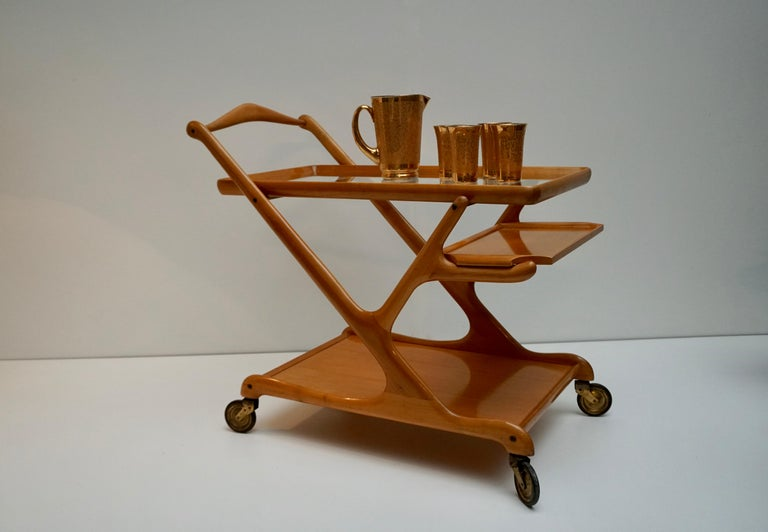 Elegant Italian midcentury tea trolley or bar cart in the style of Ico Parisi. Including the original removable serving tray and of course the glass top.