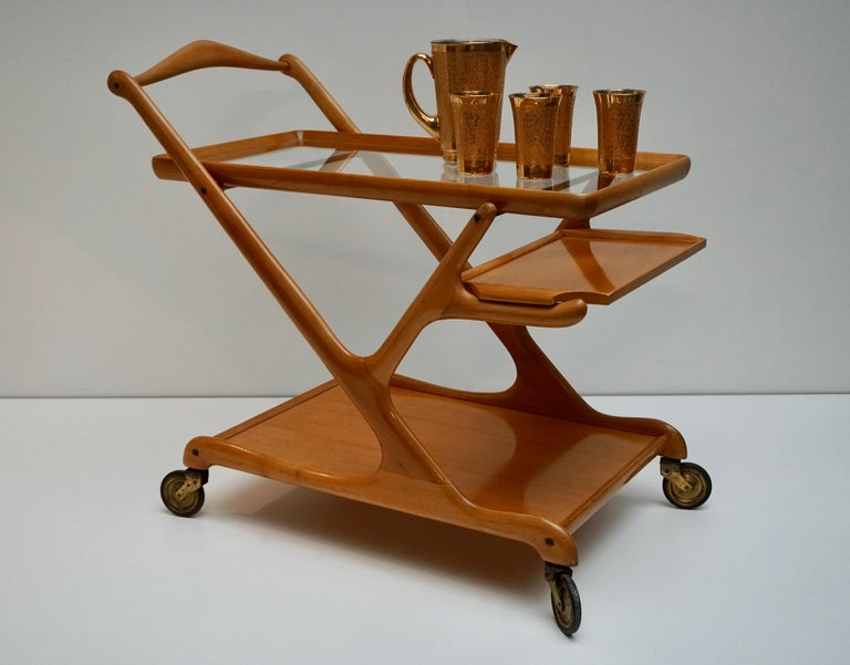 Mid-Century Modern Elegant Wooden Bar Cart Serving Trolley, Italy, 1950s For Sale