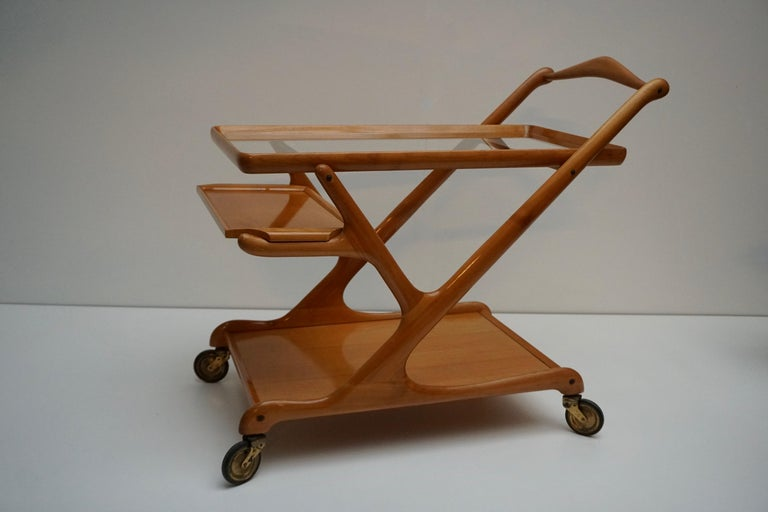Elegant Wooden Bar Cart Serving Trolley, Italy, 1950s In Good Condition For Sale In Antwerp, BE