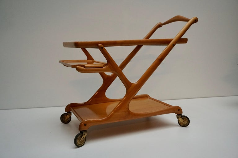 20th Century Elegant Wooden Bar Cart Serving Trolley, Italy, 1950s For Sale
