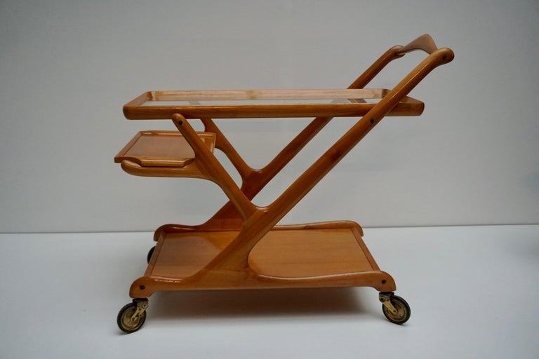 Elegant Wooden Bar Cart Serving Trolley, Italy, 1950s For Sale 1