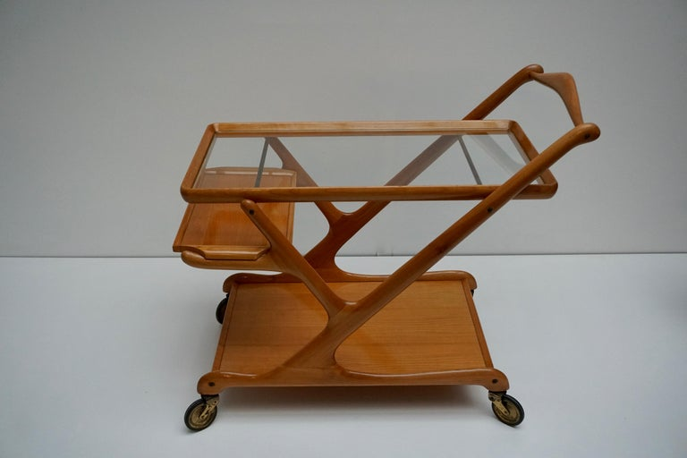 Elegant Wooden Bar Cart Serving Trolley, Italy, 1950s For Sale 2