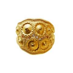 18 Karat Gold Sapphire and Top Wesselton VVS Diamond Handcrafted Medium Ring