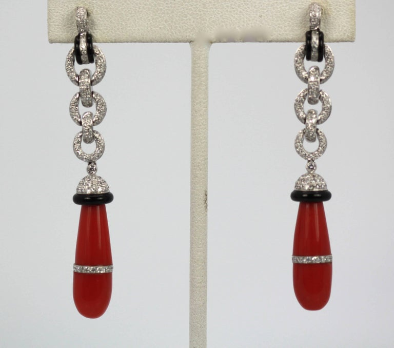 Eli Frei 18 Karat Gold Coral Onyx Diamond Drop Earrings In Excellent Condition For Sale In North Hollywood, CA