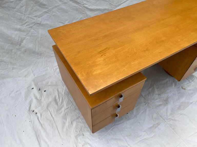 Eliel Saarinen for Johnson Furniture Executive Desk In Good Condition For Sale In Philadelphia, PA