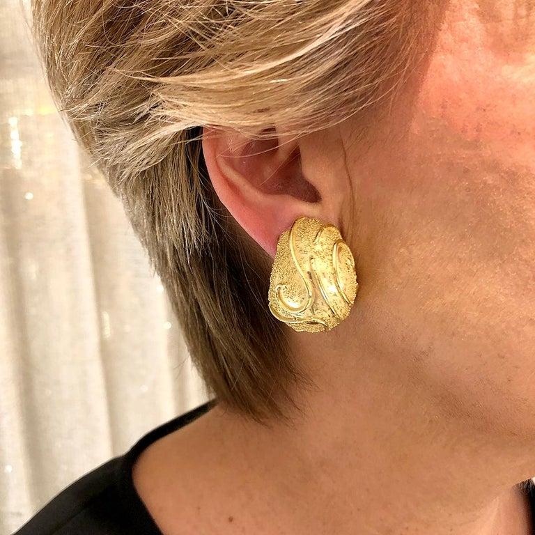 Elizabeth Gage 18k Gold Dome Clip Earrings For Sale 6