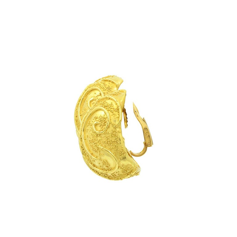 Elizabeth Gage 18k Gold Dome Clip Earrings For Sale 3