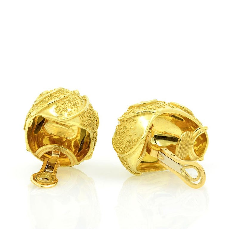 Elizabeth Gage 18k Gold Dome Clip Earrings For Sale 4