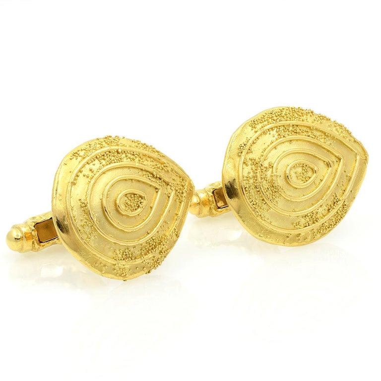 Elizabeth Gage 18k Gold Granulated Cufflinks In Good Condition For Sale In Dallas, TX