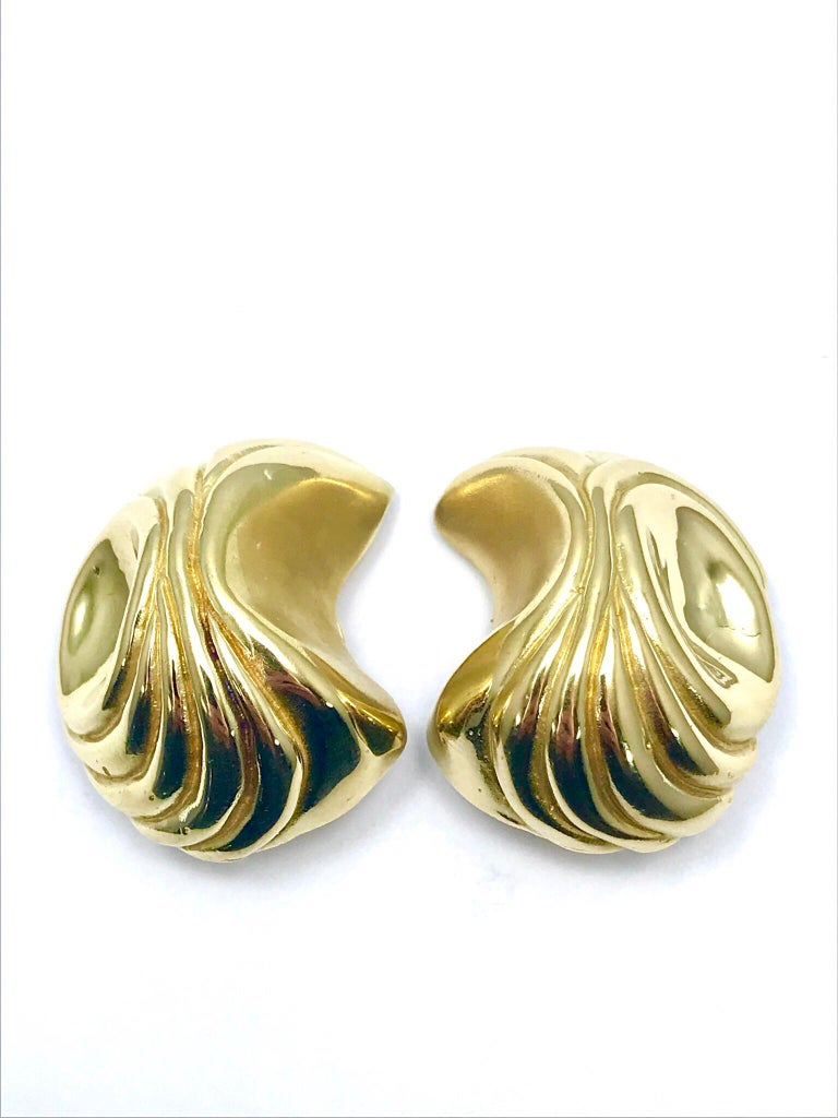 This is a fabulous pair of Elizabeth Gage handcrafted 18 Karat yellow gold clip-on earrings.  These earrings are designed as a geometric retro style dome, featuring a spring loaded clip back for comfort and ease.  This is a great pair of earrings