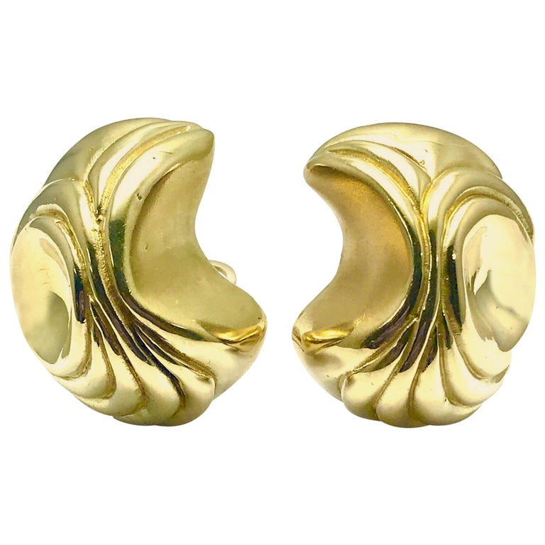 Elizabeth Gage Handcrafted 18 Karat Yellow Gold Domed Retro Design Clip Earrings For Sale