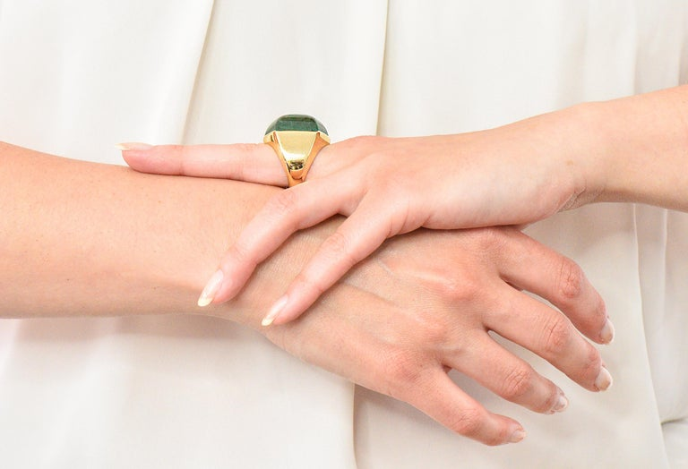 Elizabeth Gage Vintage 1962 Green Tourmaline 18 Karat Gold British Unisex Ring For Sale 5