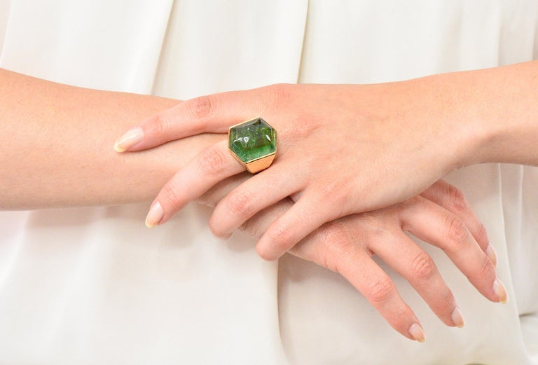 Elizabeth Gage Vintage 1962 Green Tourmaline 18 Karat Gold British Unisex Ring For Sale 4