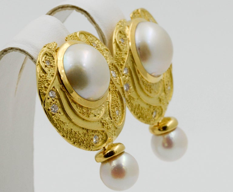 Women's or Men's Elizabeth Garge Yellow Gold and White Cultured Mabe Pearl Clip Back Earrings For Sale