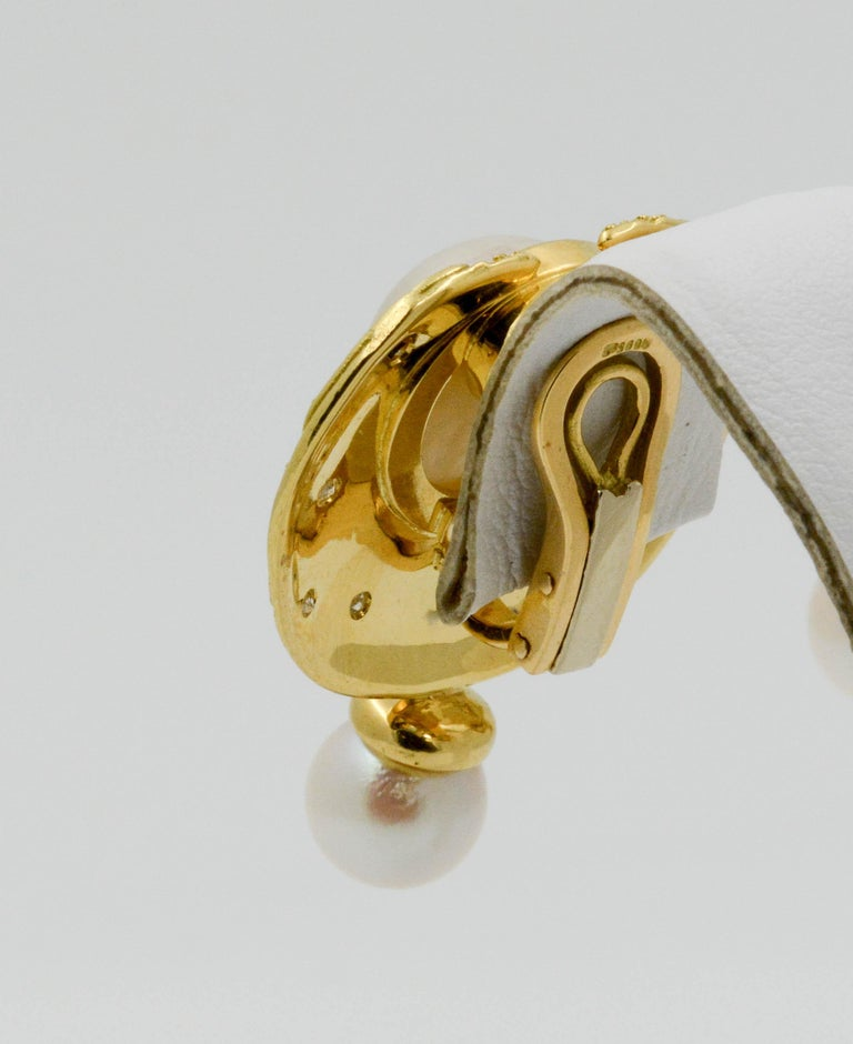Elizabeth Garge Yellow Gold and White Cultured Mabe Pearl Clip Back Earrings For Sale 1