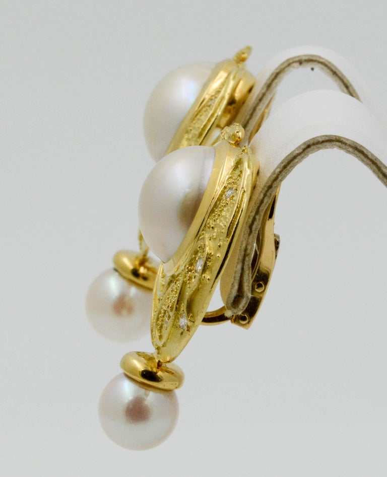 Elizabeth Garge Yellow Gold and White Cultured Mabe Pearl Clip Back Earrings For Sale 2