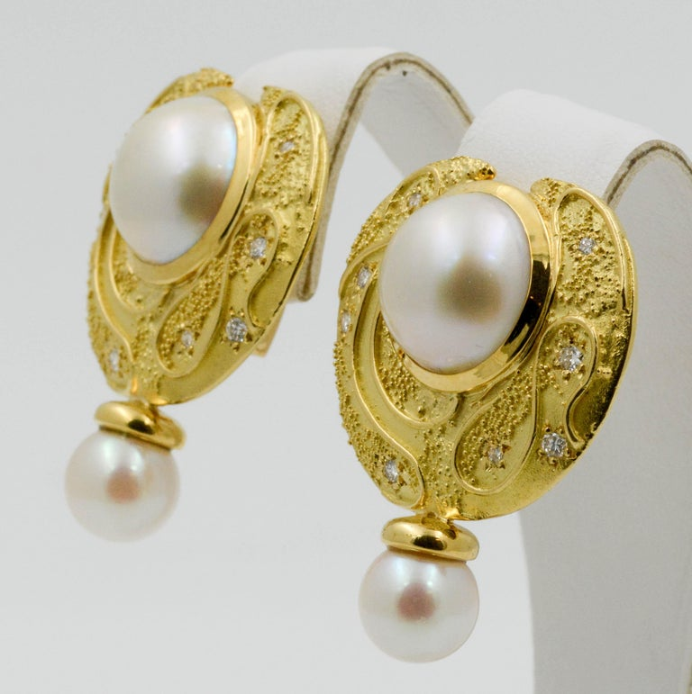 Elizabeth Garge Yellow Gold and White Cultured Mabe Pearl Clip Back Earrings For Sale 3