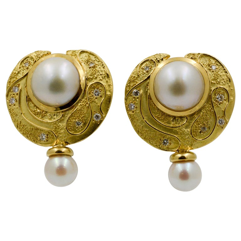 Elizabeth Garge Yellow Gold and White Cultured Mabe Pearl Clip Back Earrings For Sale