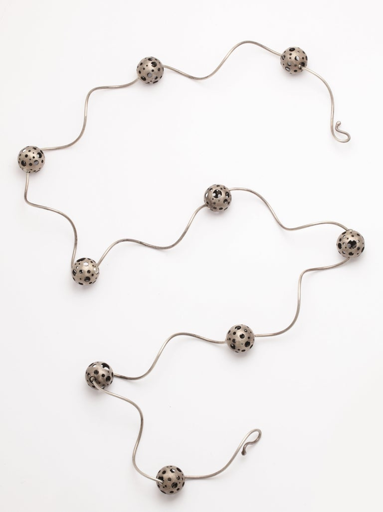 Elizabeth Garvin Modernist Silver Necklace For Sale 3