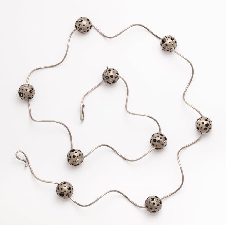 Elizabeth Garvin Modernist Silver Necklace For Sale 4