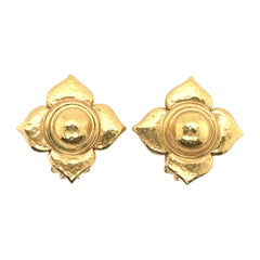 Elizabeth Locke Gold Flower Earrings