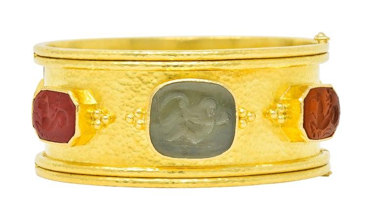 Elizabeth Locke Intaglio 19 Karat Hammered Gold Bangle Bracelet In Excellent Condition For Sale In Philadelphia, PA
