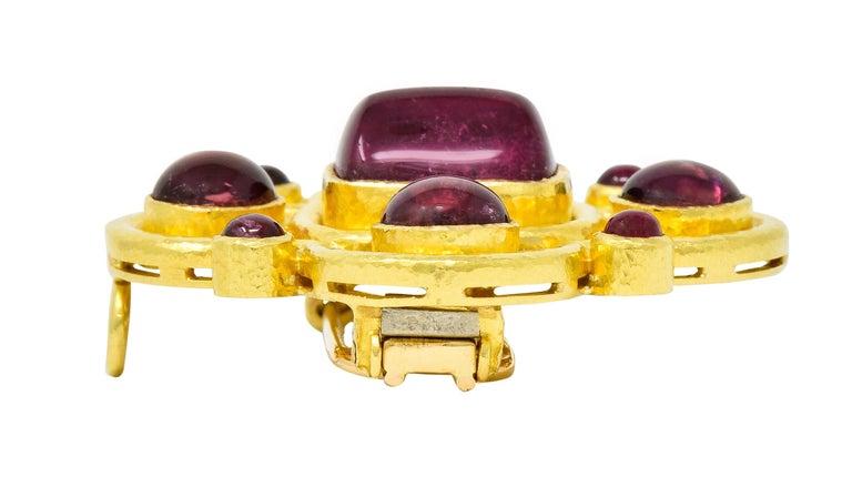 Elizabeth Locke Pink Tourmaline 19 Karat Hammered Gold Quatrefoil Pendant Brooch For Sale 4