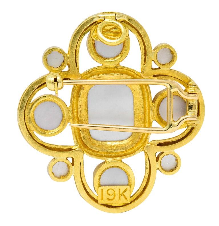 Women's or Men's Elizabeth Locke Pink Tourmaline 19 Karat Hammered Gold Quatrefoil Pendant Brooch For Sale
