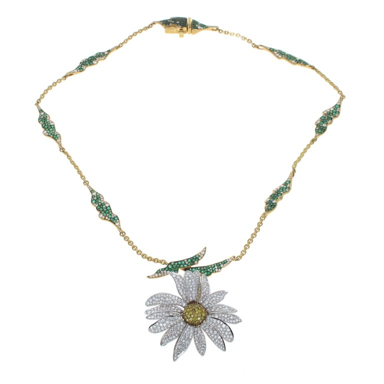 Modern Elizabeth Taylor Collection 4.51ct Diamond and 2.76 ct Emerald Daisy Necklace For Sale