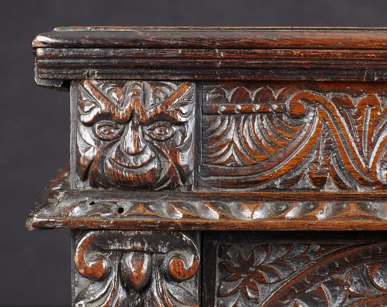 British Elizabethan Oak Chest, Somerset, England, circa 1600 For Sale