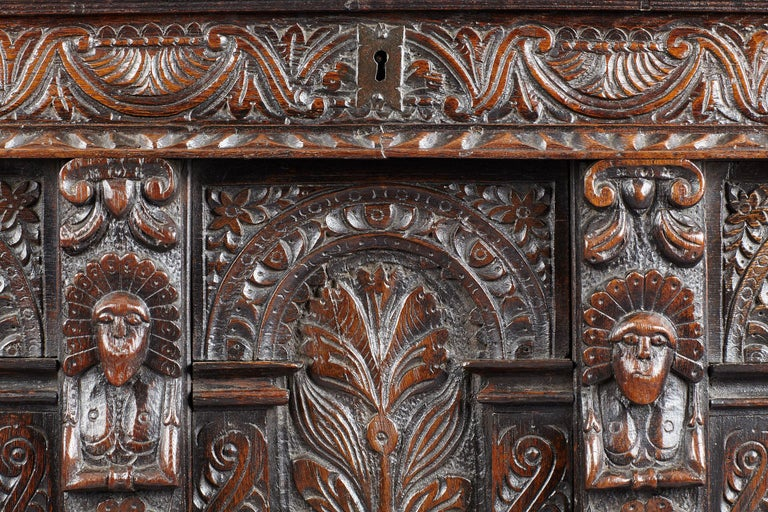 Elizabethan Oak Chest, Somerset, England, circa 1600 In Good Condition For Sale In Matlock, Derbyshire