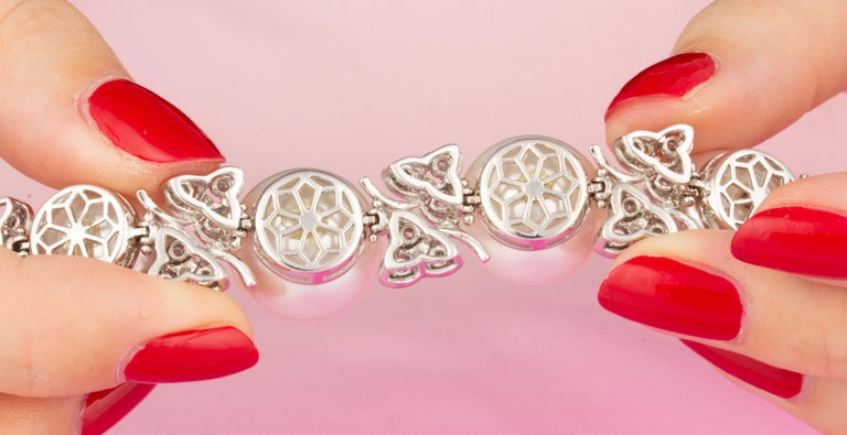 Ella Gafter Australian White South Sea Pearl and Diamond Bracelet For Sale 6