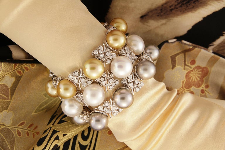 Ella Gafter Australian White South Sea Pearl and Diamond Bracelet For Sale 12