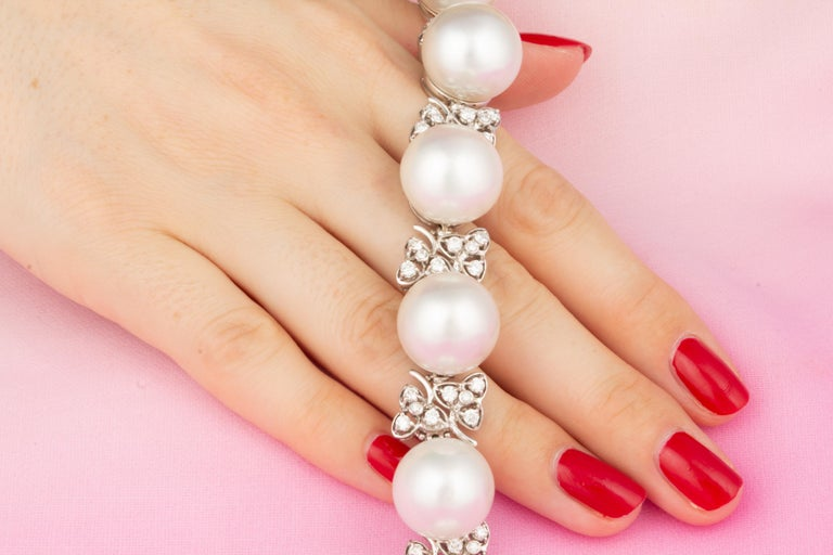 Ella Gafter Australian White South Sea Pearl and Diamond Bracelet In New Condition For Sale In New York, NY