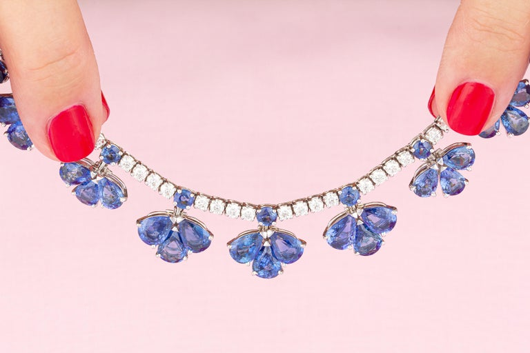 Ella Gafter Blue Ceylon Sapphire Diamond Flower Necklace In New Condition For Sale In New York, NY