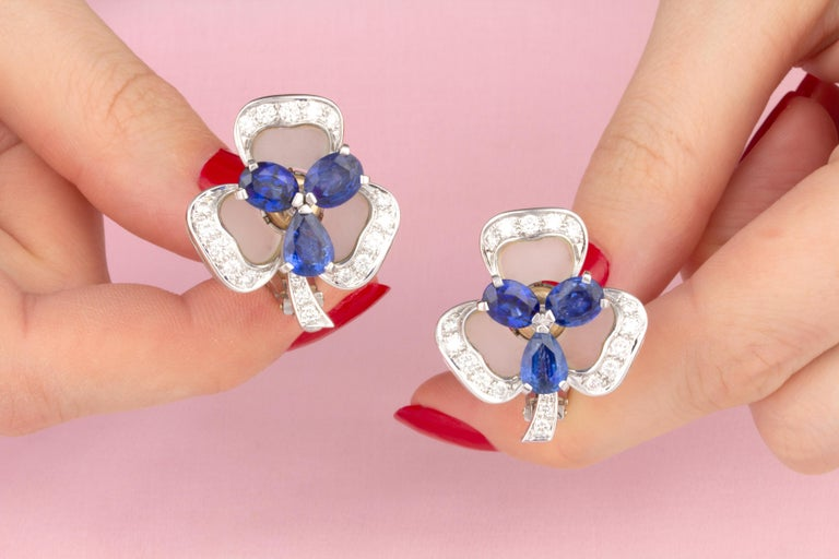 Ella Gafter Blue Sapphire and Diamond Clip-On Earrings Clover Flower Design In New Condition For Sale In New York, NY