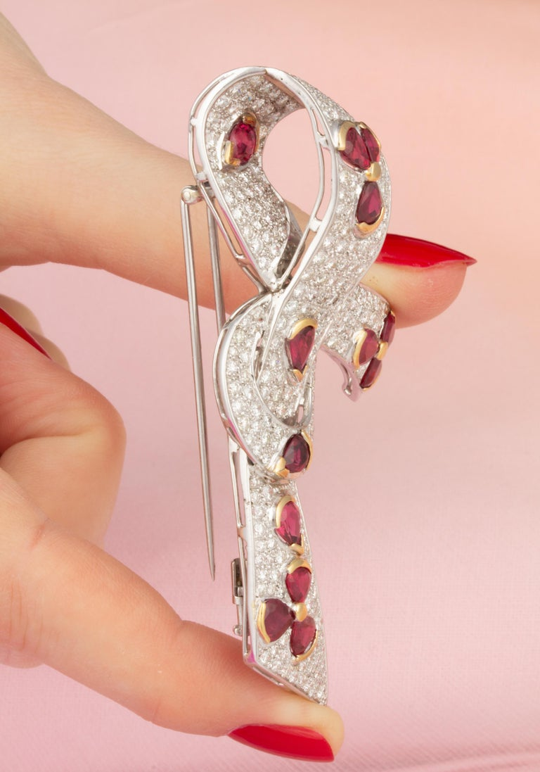 Ella Gafter Diamond Ruby Bow Brooch Pin In New Condition For Sale In New York, NY