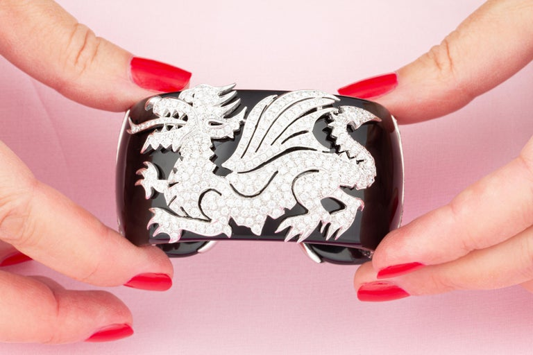 Ella Gafter Dragon Diamond Cuff Bracelet In New Condition For Sale In New York, NY