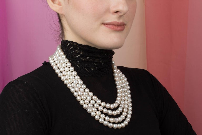 The high-class pearl and diamond necklace consists of a set of 4 independent strands for a total of 202 white homogeneous round Japanese Akoya pearls (Pinctada Fucata) of 9/9.5mm diameter. The pearls display a lovely nacre, lustre, and iridescence.