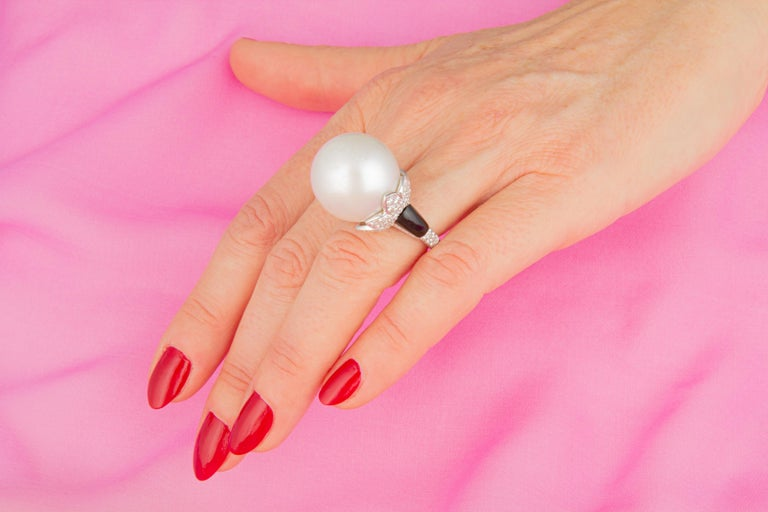 This South Sea pearl and diamond ring features an exceptionally large and beautiful South Sea pearl of 20mm size. The pearl is untreated. It displays a fine nacre and its natural color and luster have not been enhanced in any way. The pearl is