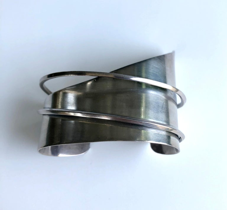 Ella L. Cone Hand Wrought Sterling Silver American Modernist Cuff Bracelet In Good Condition For Sale In Los Angeles, CA