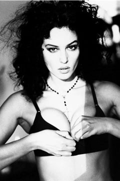 Monica Bellucci, New York - the filmstar opening her bustier with a necklace on