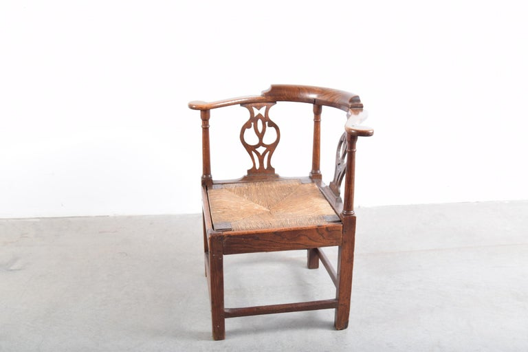 English Elm Chippendale Corner Chair, circa 1780-1820 For Sale