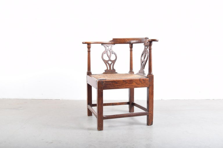 Elm Chippendale Corner Chair, circa 1780-1820 In Good Condition For Sale In Providence, RI