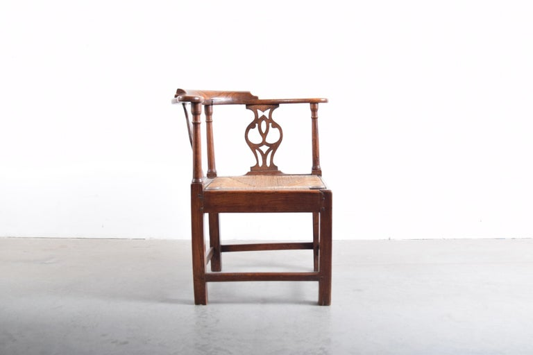 Rush Elm Chippendale Corner Chair, circa 1780-1820 For Sale