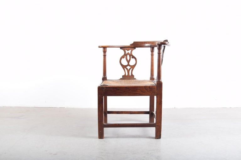 Elm Chippendale Corner Chair, circa 1780-1820 For Sale 1