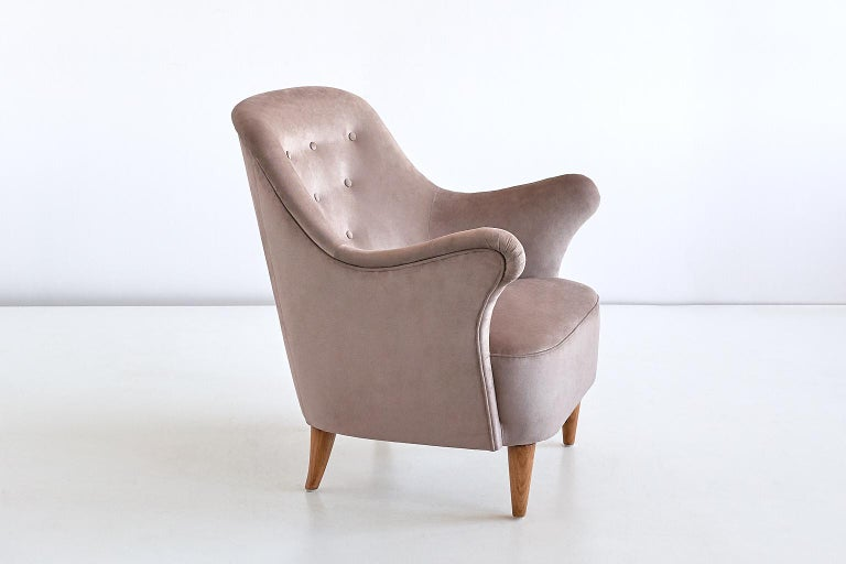 Elsa Gullberg Armchair in Taupe Velvet and Elm, Sweden, Late 1930s In Good Condition For Sale In The Hague, NL